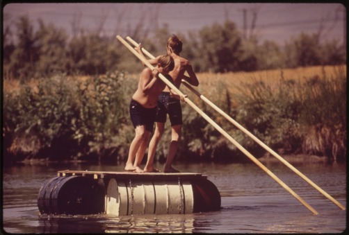 BARREL_RAFT_ON_THE_SOUTH_PLATTE_RIVER_-_NARA_-_544805