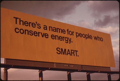 800px-BILLBOARD_ADVISING_PASSING_MOTORISTS_OF_THE_SERIOUSNESS_OF_THE_ENERGY_SHORTAGE_IN_OREGON_DURING_THE_FALL_OF_1973...._-_NARA_-_555380